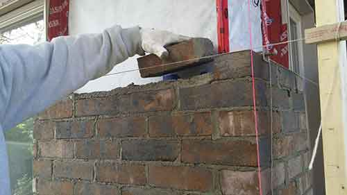 Pose de brique travaux de maçonnerie