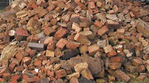 Démolition de murs de briques et de blocs